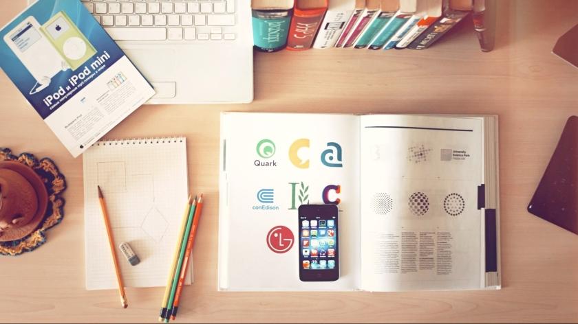 apple-iphone-books-desk1.jpg